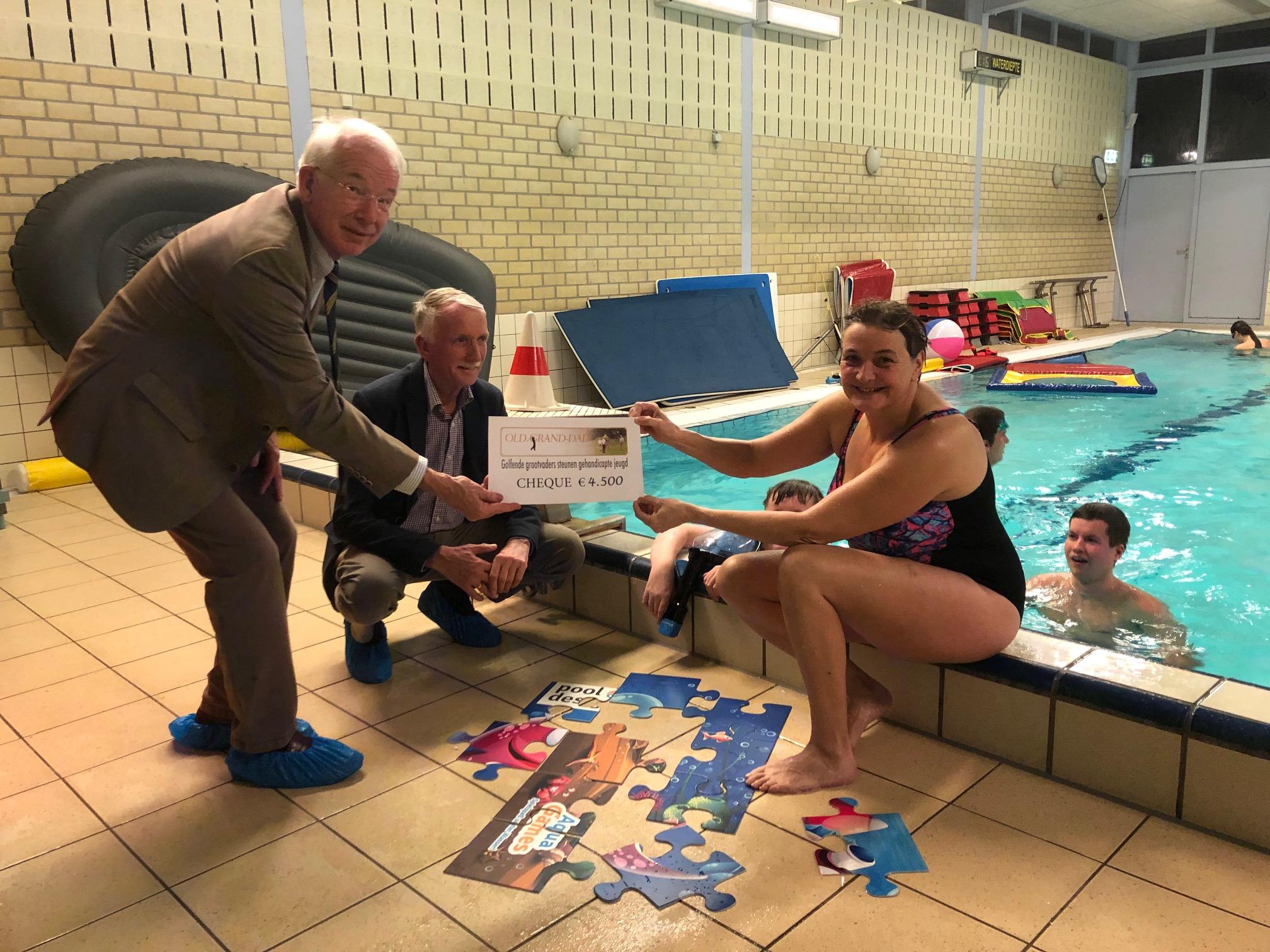 Old Grand-Dad schenkt Zorgbad Zonnewater spelmateriaal